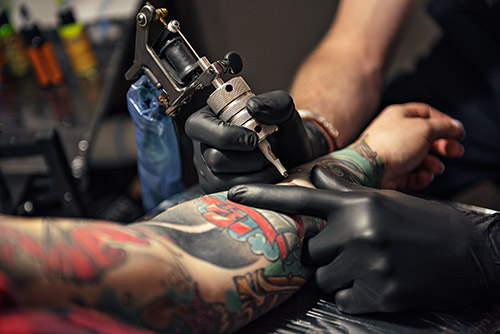 Black Nitrile Disposable Gloves are Ideal for Tattoo Artistry