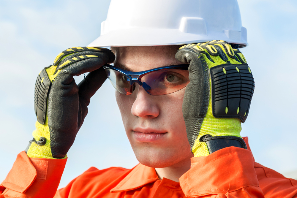 Hi-vis gloves can be used in dark conditions or to meet health and safety standards