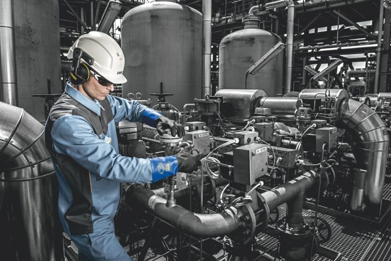 The Uvex Rubiflex S XG35B Chemical-Resistant Gloves Keep You Safe